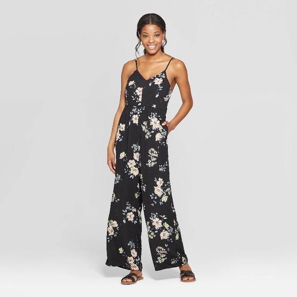 Xhiliration Dresses & Skirts - Xhiliration- Floral Vneck Jumpsuit